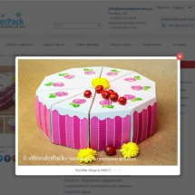 предметна фотографія коробок у вигляді торту з оформленням