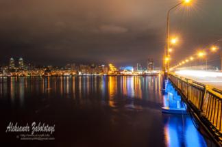 нічна фотографія міста на Дніпрі