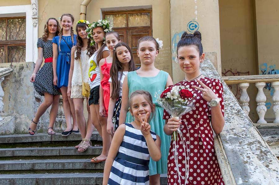 группа девченок на Дне рождения, детская фотосессия, фотосессия на день рождения