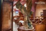 Профессиональный фотограф в Днепре и Киеве, интерьер ресторана, орел из дерева